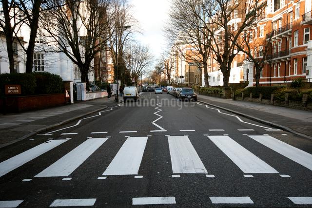 アビーロードの横断歩道の写真素材 [FYI01499483]