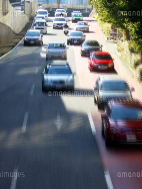 街を走る車の写真素材 [FYI01500058]