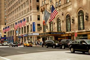 星条旗とニューヨークの街並の写真素材 [FYI01500065]