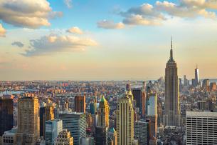 エンパイア・ステート・ビルとマンハッタンの写真素材 [FYI01500379]