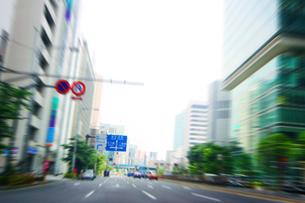 ビジネス街の大通りの写真素材 [FYI01500599]