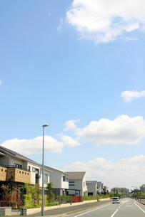青空の住宅街の写真素材 [FYI01500798]