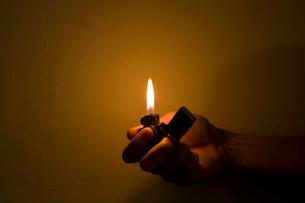 ライターの火の写真素材 [FYI01500892]