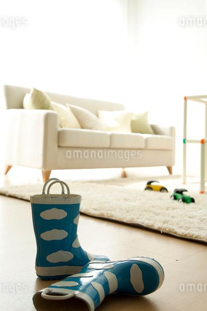 リビングと長靴の写真素材 [FYI01500944]