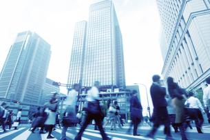 通勤するビジネスマンの写真素材 [FYI01501004]