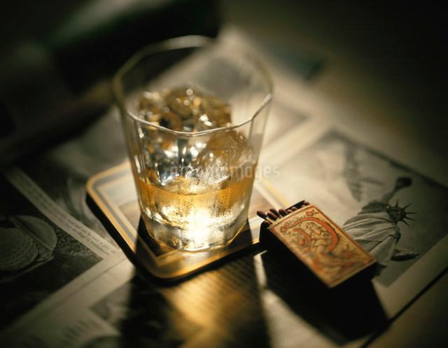 ウイスキーとマッチの写真素材 [FYI01501289]