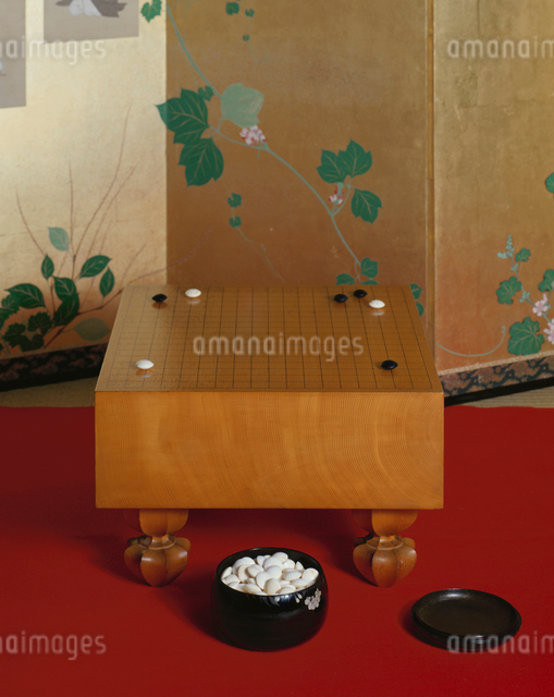 囲碁の碁盤と碁石の写真素材 [FYI01501477]