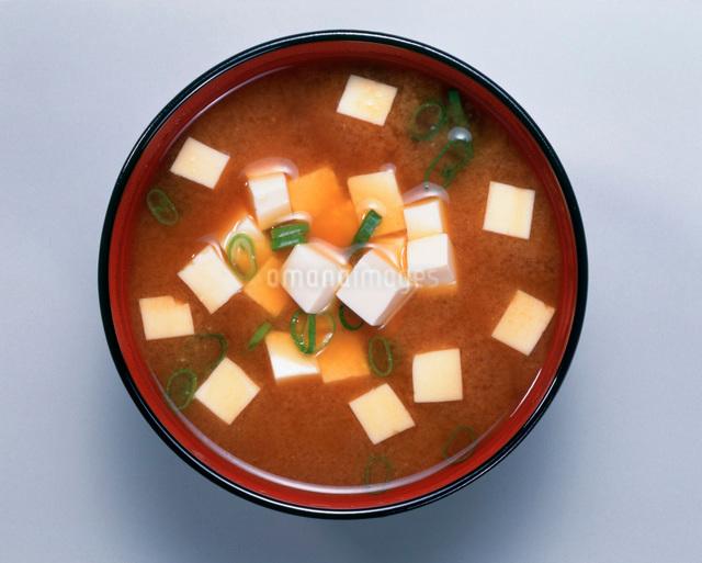 豆腐の味噌汁の写真素材 [FYI01501514]