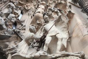 サグラダ・ファミリア外壁の彫刻の写真素材 [FYI01501615]