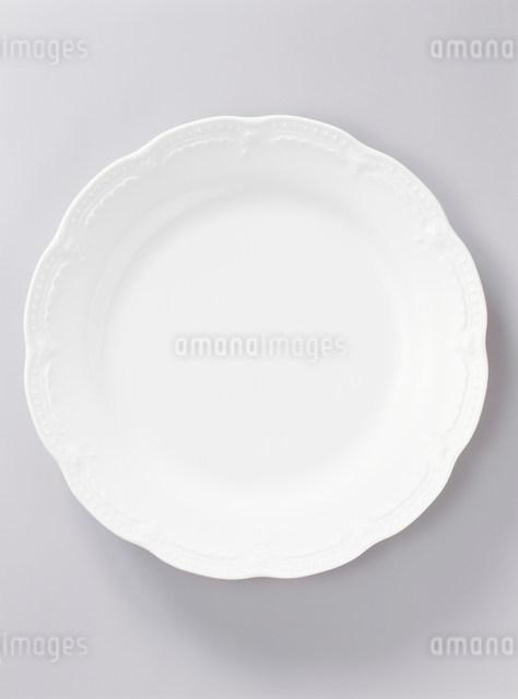 白い皿の写真素材 [FYI01501638]