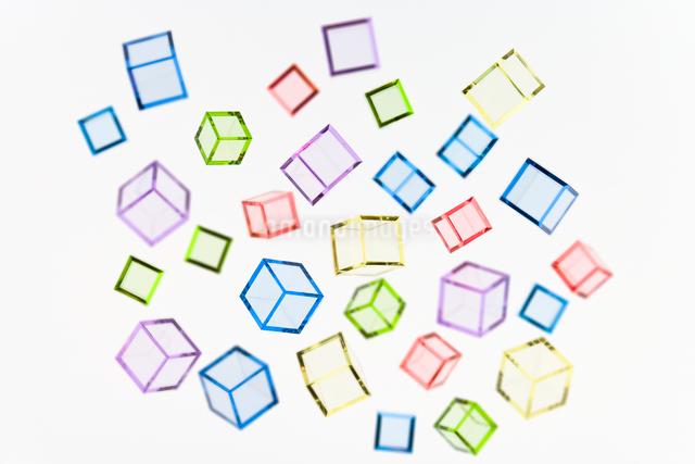 アクリカラーキューブの集合の写真素材 [FYI01501715]