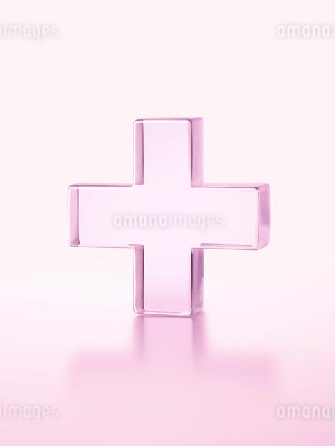 ピンクの透明の十字の写真素材 [FYI01501755]