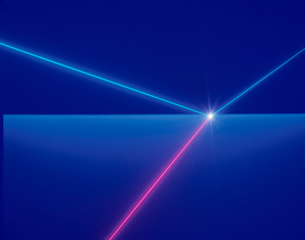 屈折するレーザーイメージのイラスト素材 [FYI01501788]