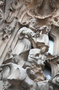 サグラダ・ファミリア外壁の彫刻の写真素材 [FYI01501818]