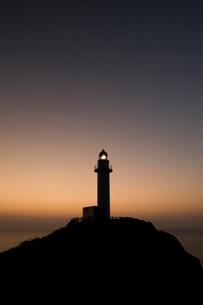 夕暮れの灯台の写真素材 [FYI01501834]