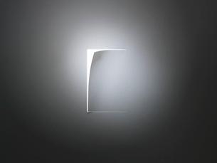めくれた紙と光の写真素材 [FYI01501897]