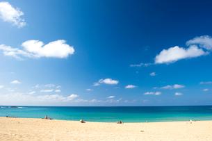 青空とビーチの写真素材 [FYI01501981]