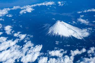空から見下ろした富士山の写真素材 [FYI01502170]