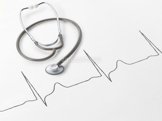 聴診器と心電図の写真素材 [FYI01502585]