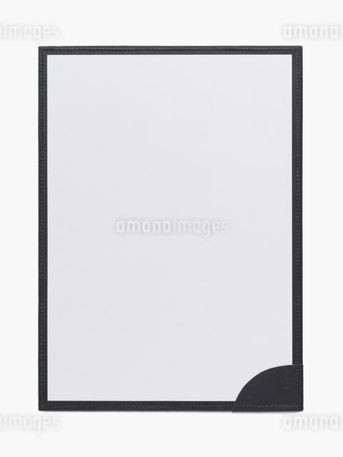 上質なバインダーに置いた白い紙の写真素材 [FYI01502601]