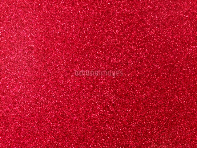 光のある赤い布バックの写真素材 [FYI01502652]