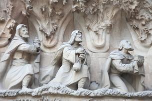 サグラダ・ファミリア外壁の彫刻の写真素材 [FYI01502659]