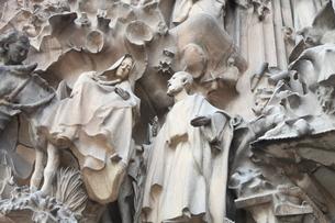 サグラダ・ファミリア外壁の彫刻の写真素材 [FYI01502836]