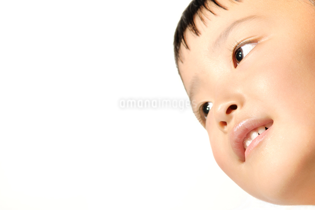 子供の笑顔の写真素材 [FYI01503031]