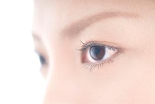女性 瞳アップの写真素材 [FYI01503883]