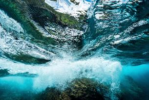 荒海の波と光の写真素材 [FYI01504065]