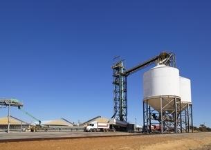 穀物貯蔵庫の写真素材 [FYI01504195]