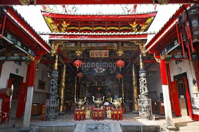 チャイナタウンの寺院の写真素材 [FYI01504467]