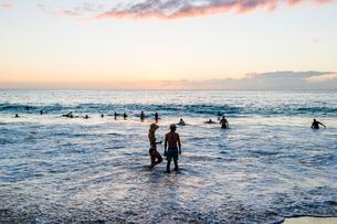 ハワイ島、夕暮れのビーチの写真素材 [FYI01504664]