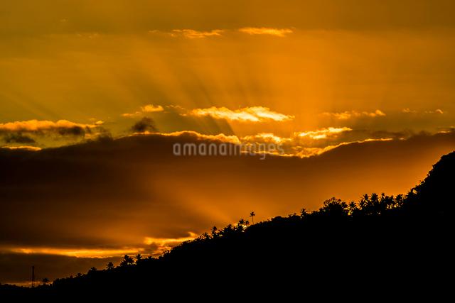 トンガの夕焼けの写真素材 [FYI01504840]