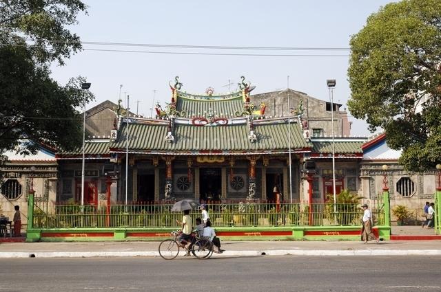 チャイナタウンの寺院の写真素材 [FYI01505844]