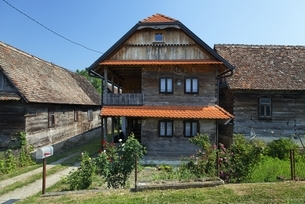 traditional wooden houseの写真素材 [FYI01505873]