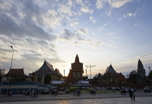 Wat Ounalom, evening skyの写真素材 [FYI01506065]