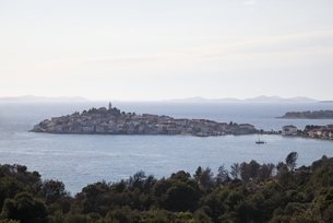village, coast, Primosten, Dalmatia, Croatiaの写真素材 [FYI01506219]