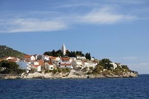 village, coast, Primosten, Dalmatia, Croatiaの写真素材 [FYI01506245]