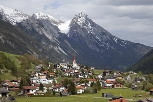 village, Pettneu am Arlberg, Tyrol, Austriaの写真素材 [FYI01506271]