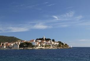 village, coast, Primosten, Dalmatia, Croatiaの写真素材 [FYI01506462]