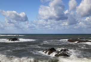 Japan Sea Coast, rocks, wavesの写真素材 [FYI01506467]