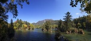 Lake Akan-ko, autumn colorsの写真素材 [FYI01506520]