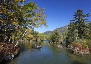 Lake Akan-ko, autumn colorsの写真素材 [FYI01506544]
