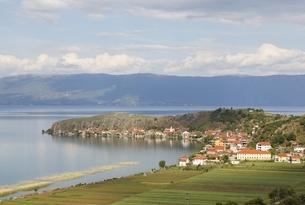 Lake Ohrid, Lin village, shore, viewpoint, Albaniaの写真素材 [FYI01506550]