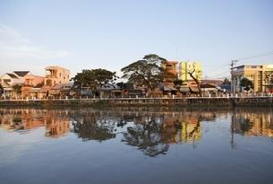 river, houses, Tra Vinh, Mekong Delta region, Vietnamの写真素材 [FYI01506565]