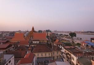 Wat Ounalom, temple, evening sky, Phnom Penh, Cambodiaの写真素材 [FYI01506599]