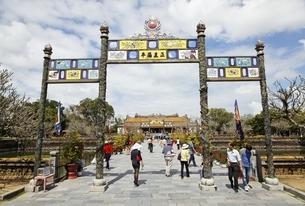 memorial arch, Thai Hoa Palace, Citadel, Hue, Vietnamの写真素材 [FYI01506736]