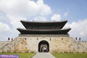 Janganmun Gate, Hwaseong Fortress, Suwon, Koreaの写真素材 [FYI01506786]