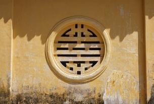Nghinh Luong Pavilion, window, Citadel, Hue, Vietnamの写真素材 [FYI01506815]